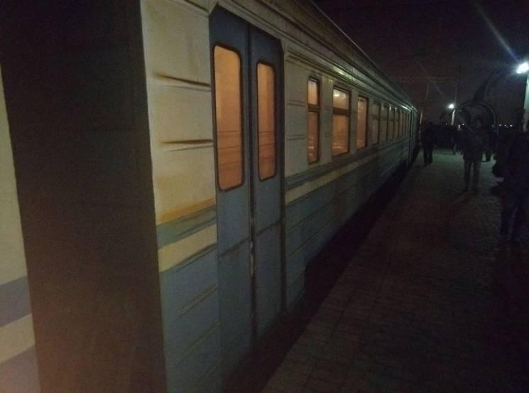Як міська електричка Києва возить пасажи…