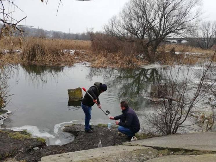 На Вінниччині шукають шкідливі речовини у воді з річки (ФОТО)