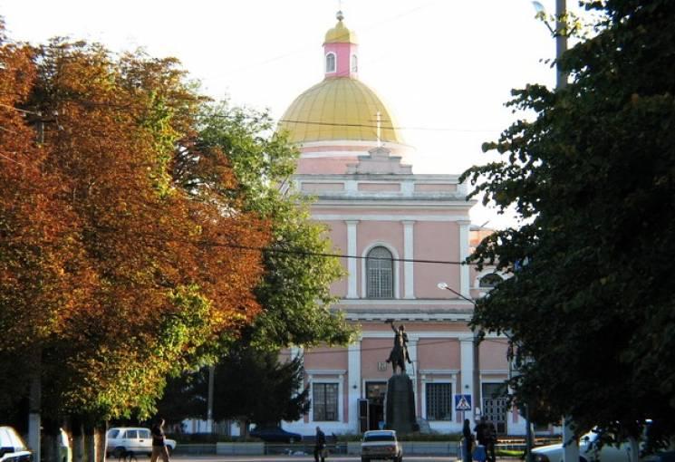На Вінниччині чоловік затримав і передав поліції вандала, який розмальовував фасад церкви