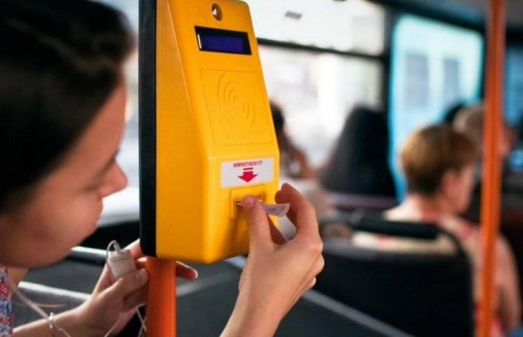 """Як чиновники вирішили реанімувати мільйонні компостери-""""непотріб"""" у автобусах Києва"""