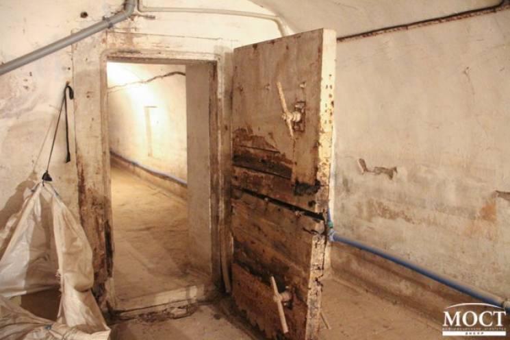 У школі у Дніпрі виявили старовинний підвал (ФОТО)