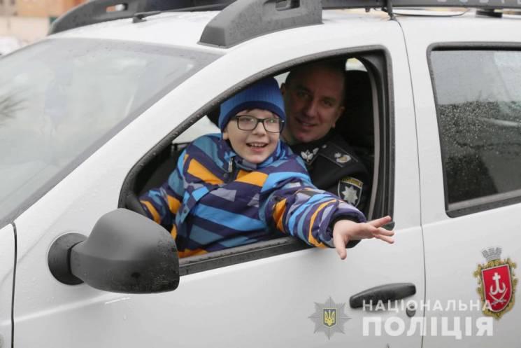 Вінницькі поліцейські влаштували екскурсію для хлопчика, якийнещодавно втікав з дому(ФОТО)