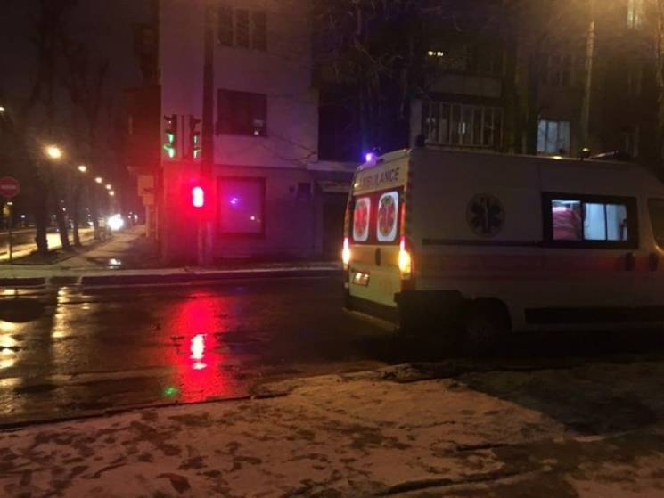 У Хмельницькому дівчина потрапила під машину
