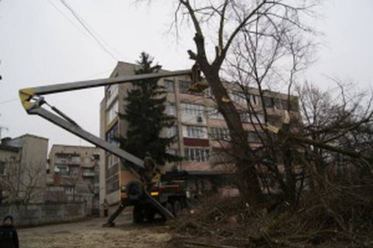 В Тернополе два коммунальщика попали в р…