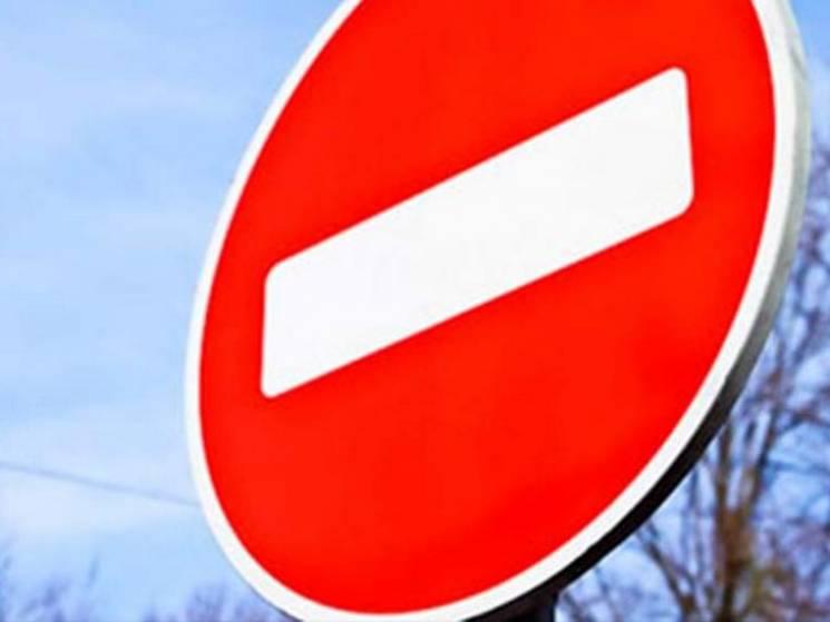 На Полтавщині перекрили рух вантажівок ч…
