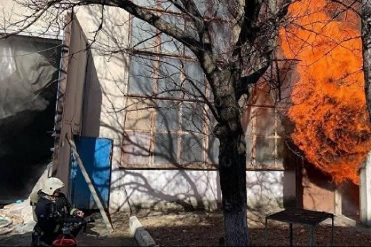 В окупованому Сімферополі горить завод п…