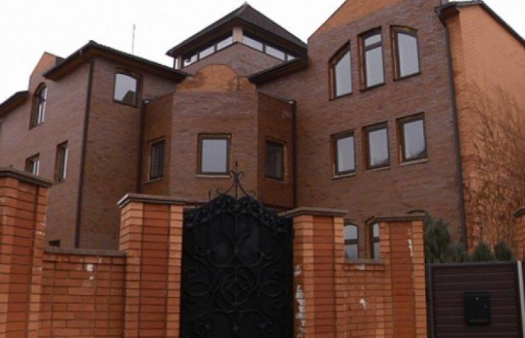 Дом Януковича на Оболони переписали на армянина