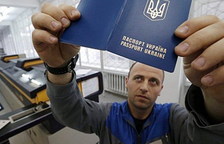 У Києві відкрили сім пунктів видачі біометричних паспортів: адреси