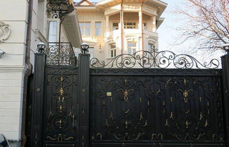 Беглый Ставицкий переоформил шикарный дом тещи на офшор