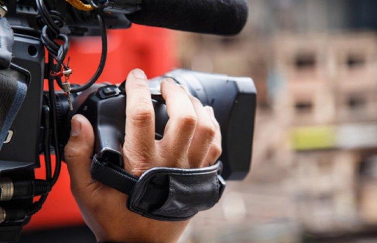 У журналистов LifeNews в Киеве упала камера: они заявляют о нападении