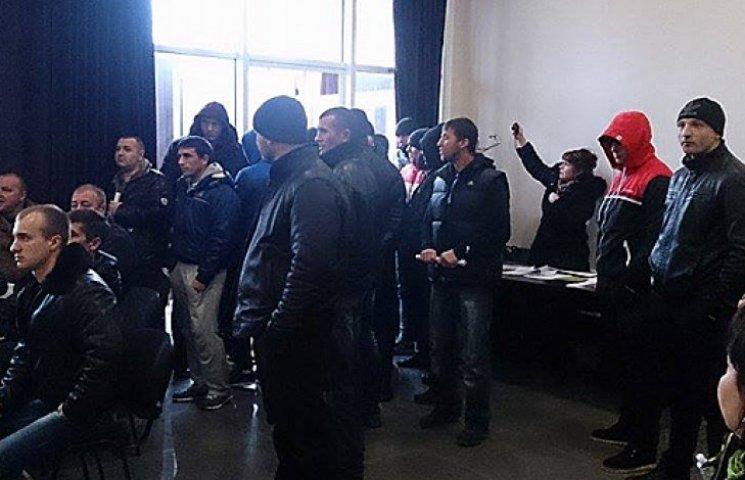 В Симферополе «титушки» устроили драку на конференции у крымских татар