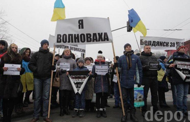 На марш единства в Киеве вышли до пяти тысяч человек: прибыли Порошенко и Яценюк