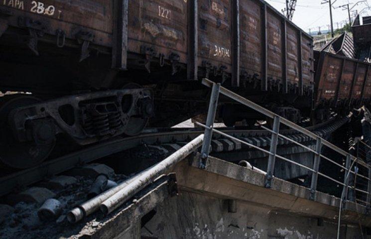 В боях повреждены три станции Донецкой железной дороги