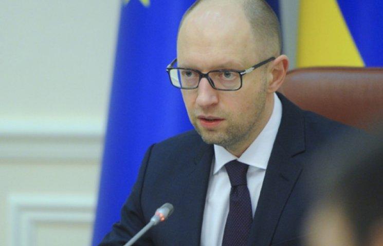 Яценюк предлагает увеличить численность ВСУ до 250 тыс. человек