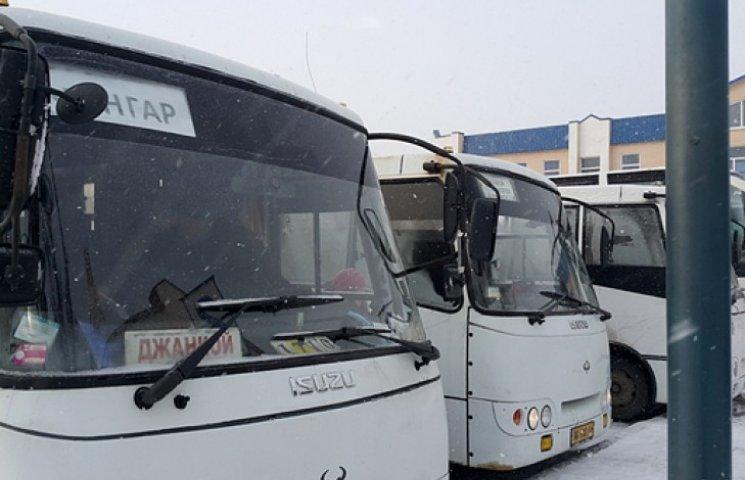 Україна припинила автобусне сполучення з Кримом і зоною АТО