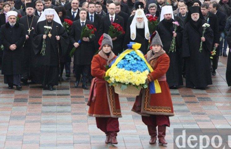 В День Соборности Яценюк с министрами возложил цветы к памятнику Шевченко