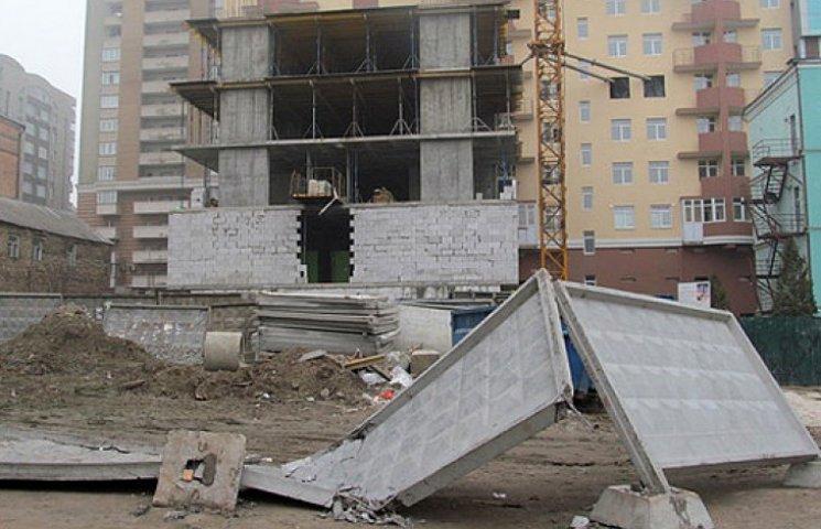 В Києві зупинено будівництво чотирьох житлових комплексів