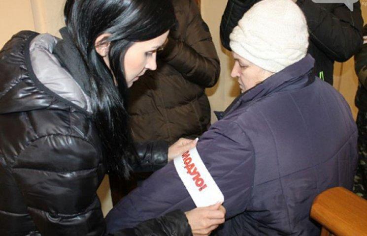 Под Криворожским горисполкомом объявили голодовку 60 горожан
