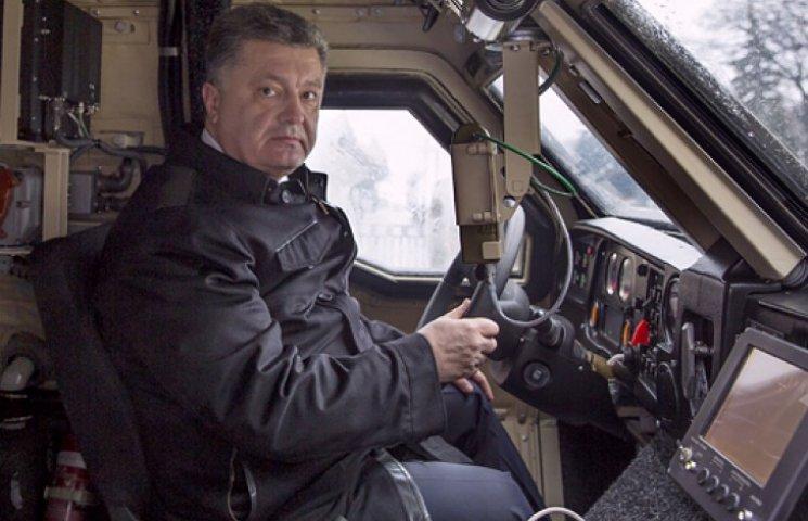 Порошенко обкатал новую бронированную гордость украинской оборонки