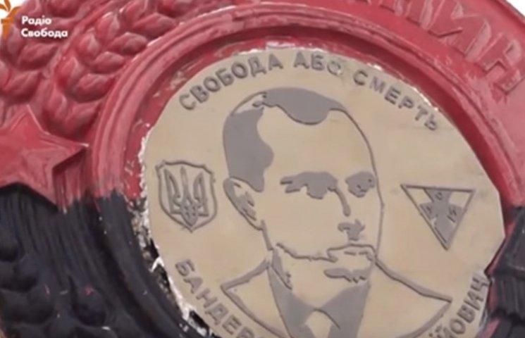 У Дніпропетровську замінили Леніна на Бандеру