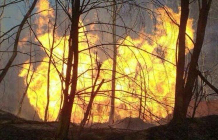 На Закарпатті пошкоджену вибухом трубу газопроводу відправили на експертизу