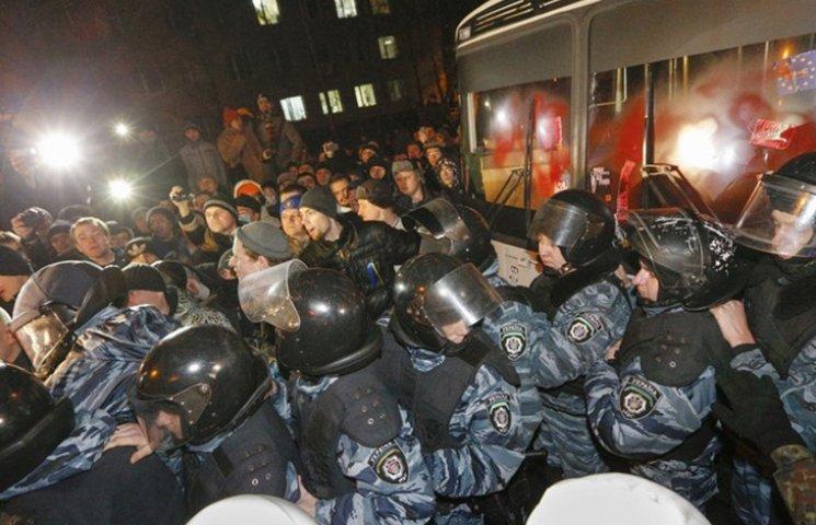 """Хроніка Революції Гідності: """"Святошинська ніч"""" і перша значна поразка """"Беркута"""""""