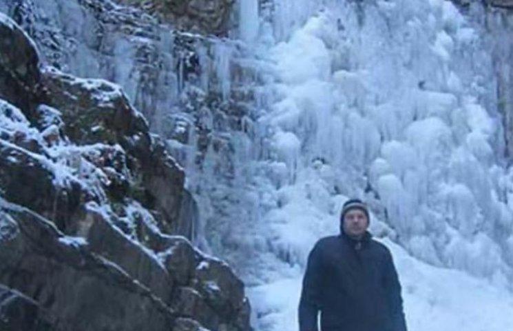 В українських Карпатах замерз найбільший водоспад