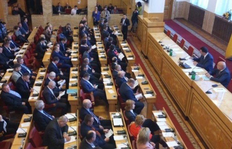 Закарпатські депутати розпочали засідання сесії хвилиною мовчання