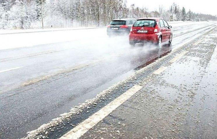 Столичних водіїв попередили про небезпеку на дорогах