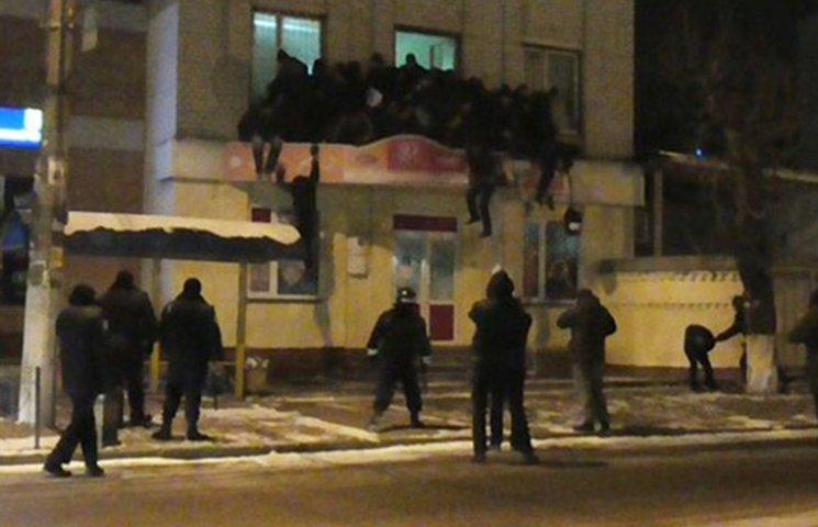 Штурм Житомирской кондитерской фабрики: Как люди выпрыгивали из окон