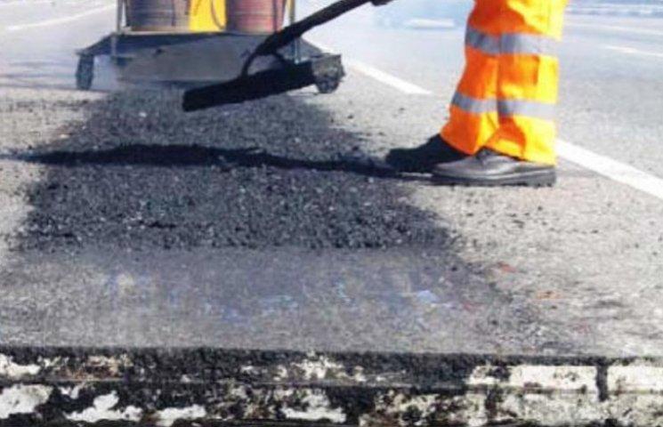 В Ужгороді на ремонт доріг витратять 17 млн грн