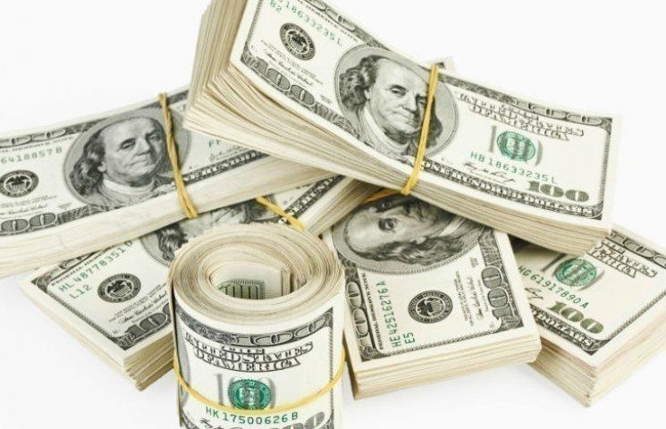 Готівковий долар в столичних обмінниках підскочив на 15 копійок