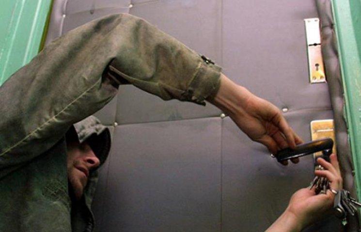 На Сумщині затримали двох наркоманів, які обчистили вісім дачних будинків