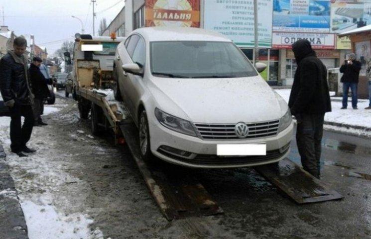 """В Ужгороді евакуювали """"елітного оленя"""""""