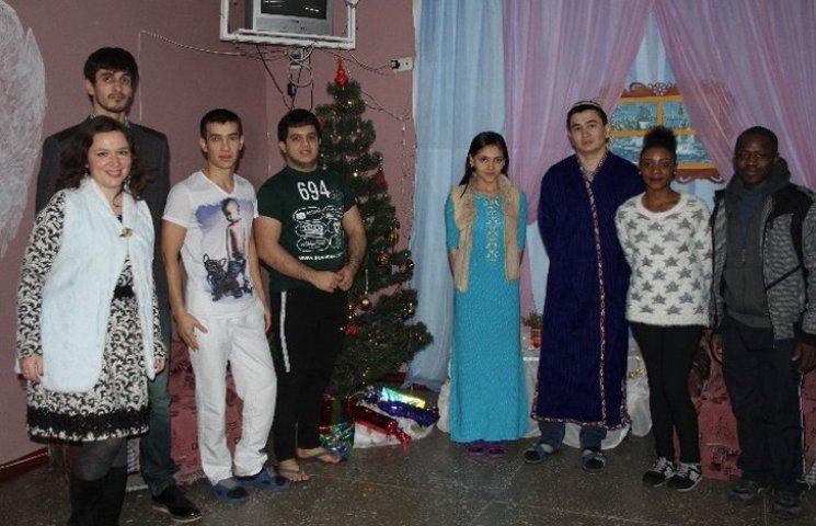 Серед іноземних студентів СНАУ пройшов конкурс на кращу новорічну кімнату
