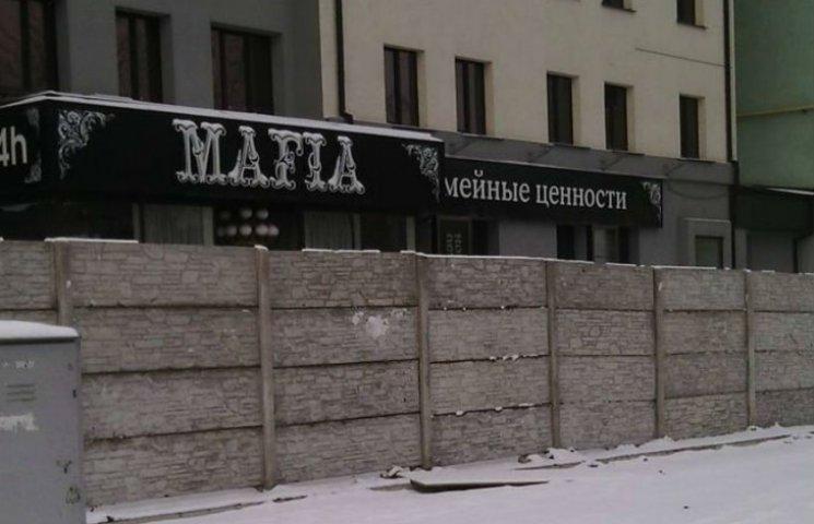 У Луганську бойовики огородили бетоном свою харчевню від людей (ФОТО)
