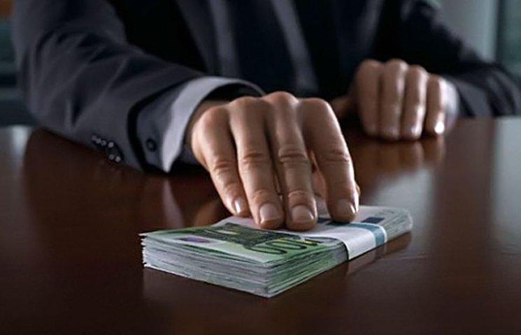 Сумські фіскали закликають громадськість повідомляти про хабарників