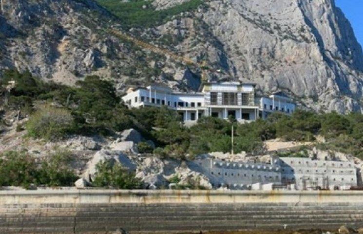 Розкішний палац Януковича у Криму передали Путіну