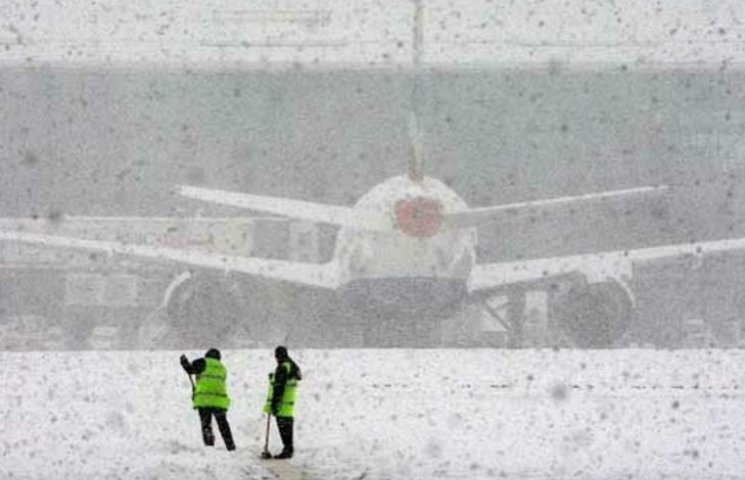 Як снігопад вплинув на роботу столичних аеропортів