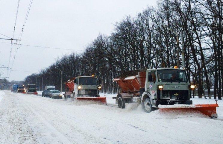 """Сумські дорожники вийшли на """"тропу війни"""" проти снігу"""