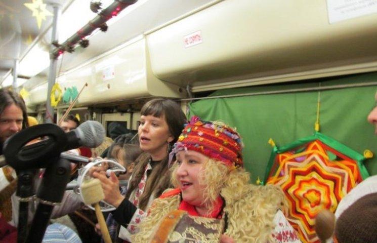 У вінницькому трамваї колядували із зіркою