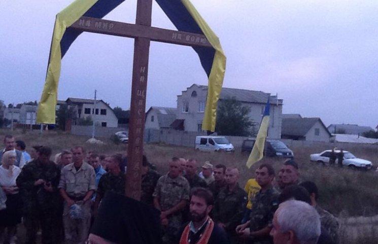 """На Сумщині вандали зрізали """"придорожній"""" хрест"""