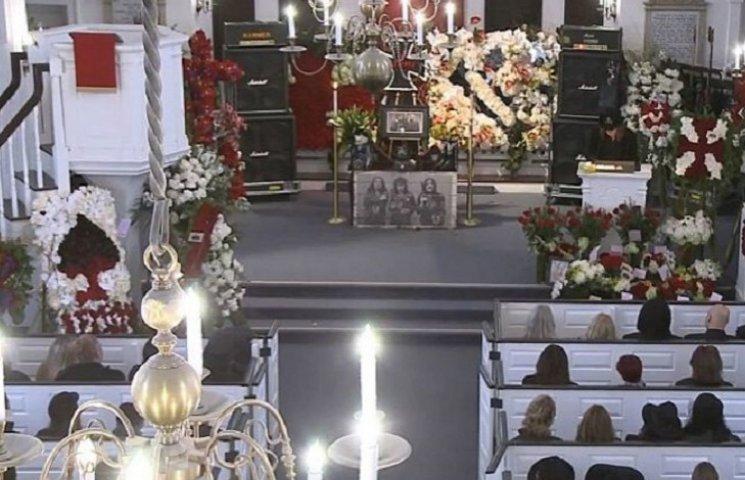 У Лос-Анджелесі поховали лідера Motorhead Леммі Кілмістера