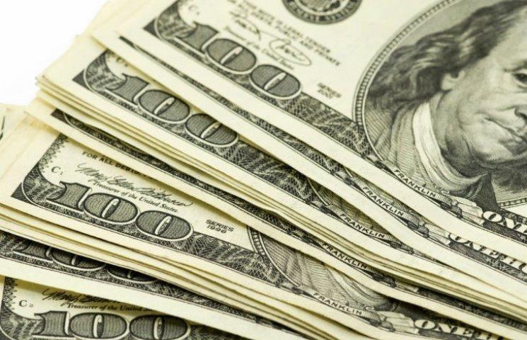 Готівковий долар в столичних обмінниках впав на 8 копійок