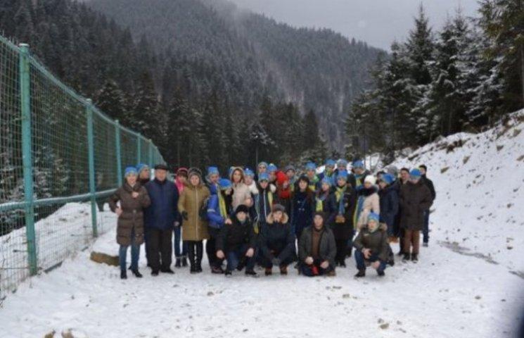 На Закарпатті луганських дітей повели до ведмедів