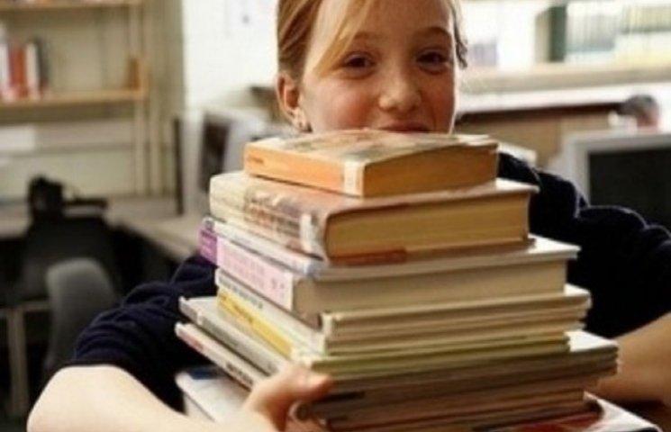 Закарпатські волонтери відправили на Схід дитячі книжки