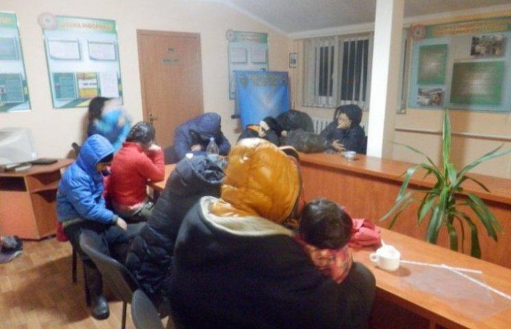На Закарпатті прикордонники затримали сімох замерзлих дітей з Афганістану