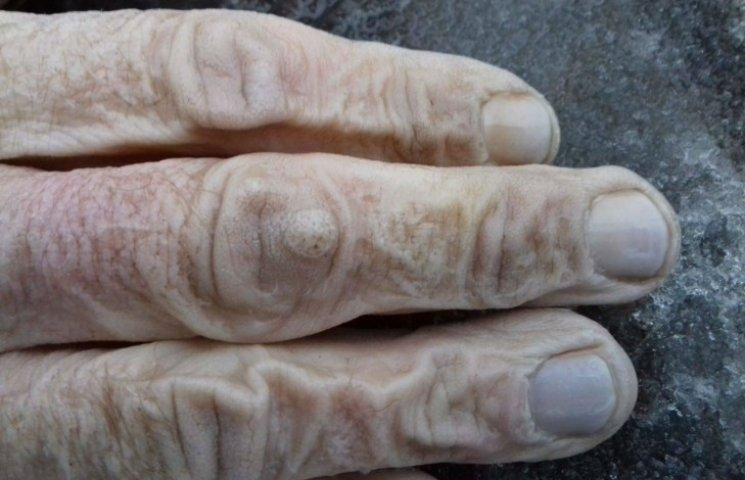 Жорстоке вбивство в Маріуполі: у каналізації знайшли кисті рук (ФОТО 18+)
