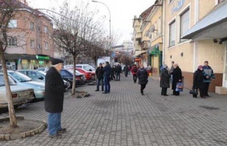 У центрі Ужгорода боролися зі стихійними продавцями