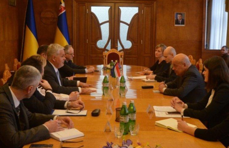 Угорці пообіцяли прийняти українських бійців на лікування